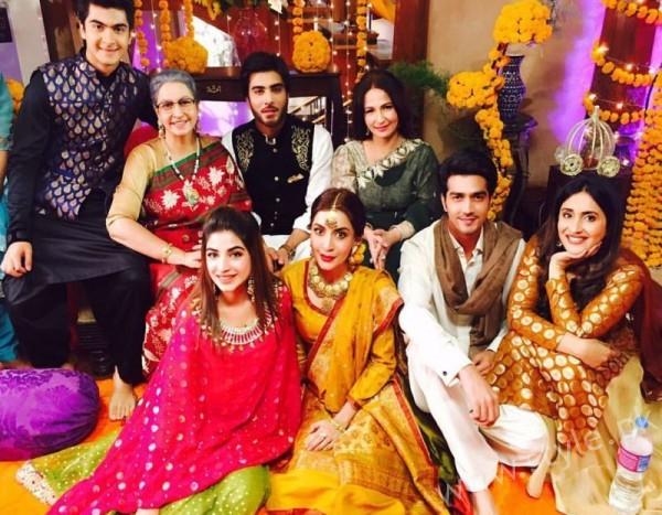 Ayeza Khan and Imran Abbas Cast Of Mohabbat Tum Se Nafrat Hai (8)