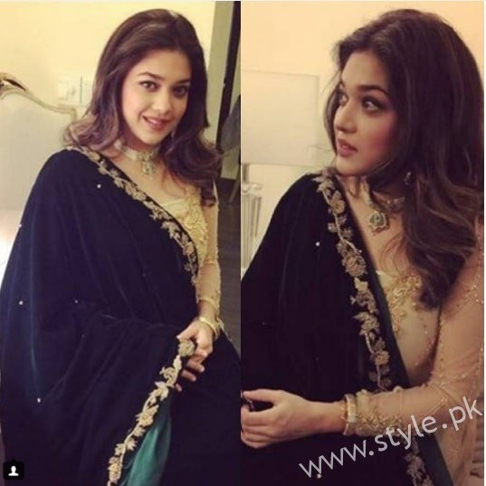 Embroidered velvet shawls are ruling in winters 2017 (6)