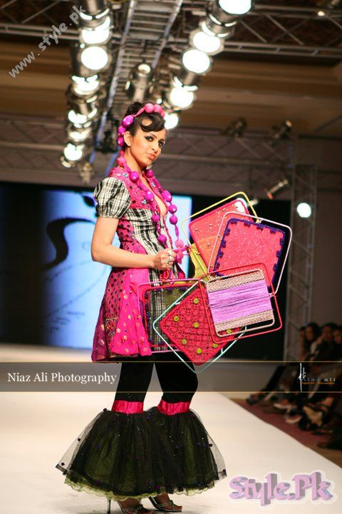 Designer Dresses in Islamabad Fashion Week shows