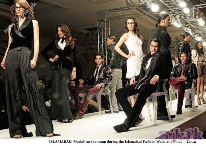 Models On Ramp A Picture By Dawn shows