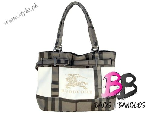 6298e1be91b7 Hand bags For Girls In Pakistan by Bags N Bangles 2011 Collection