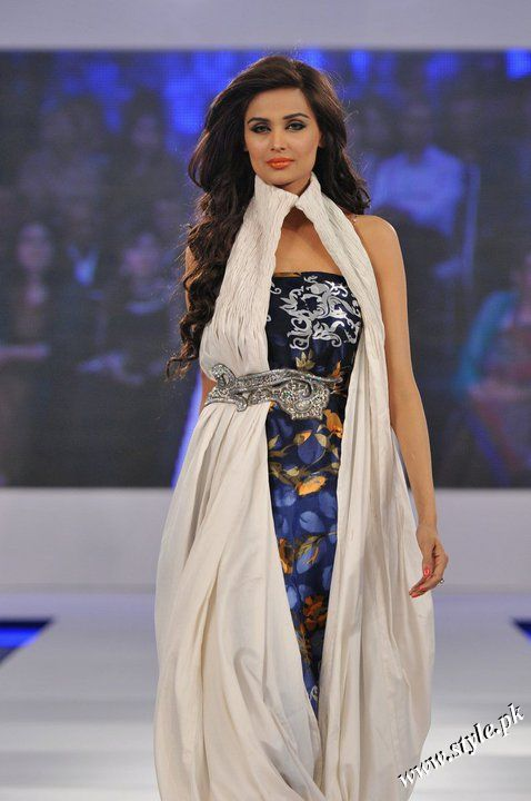 Ayesha Farooq Hashwani's white and pure collection 2011 (12)