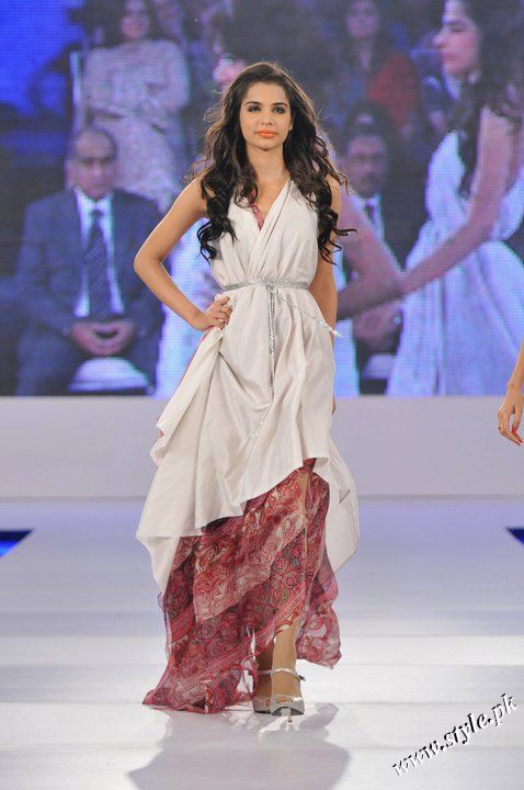 Ayesha Farooq Hashwani's white and pure collection 2011 (10)