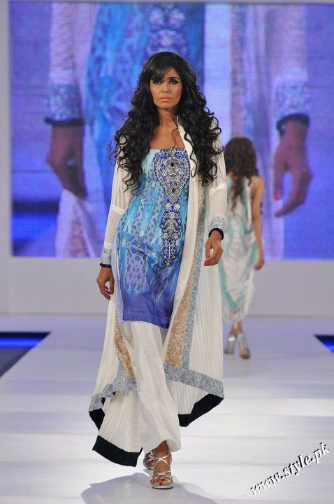 Ayesha Farooq Hashwani's white and pure collection 2011 (9)