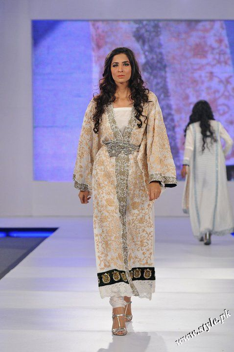Ayesha Farooq Hashwani's white and pure collection 2011 (8)