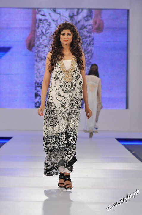 Ayesha Farooq Hashwani's white and pure collection 2011 (6)
