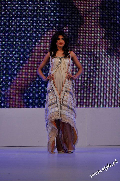 Ayesha Farooq Hashwani's white and pure collection 2011 (4)