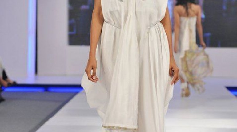 Ayesha Farooq Hashwani's white and pure collection 2011 (13)