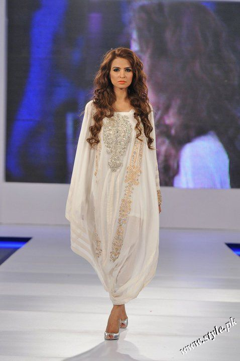 Ayesha Farooq Hashwani's white and pure collection 2011 (1)