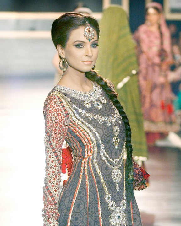 Hairdos in bridal couture week 2011