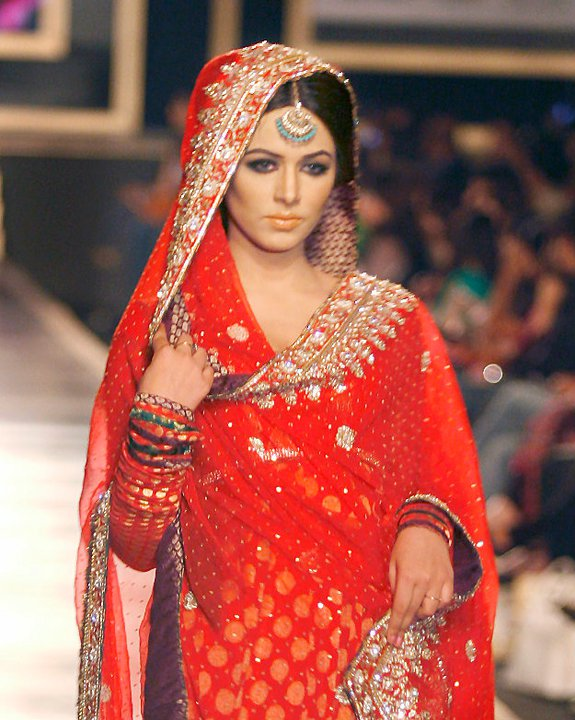 Makeup and hairdos in bridal couture week 2011