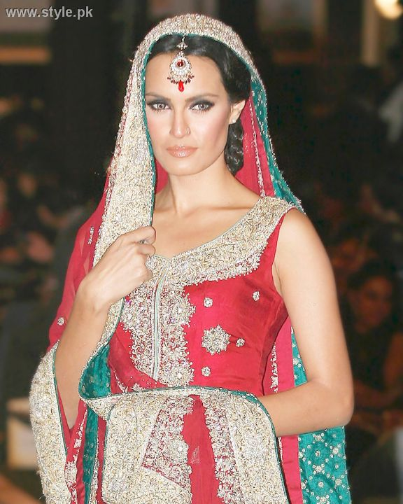 Makeup in bridal couture week