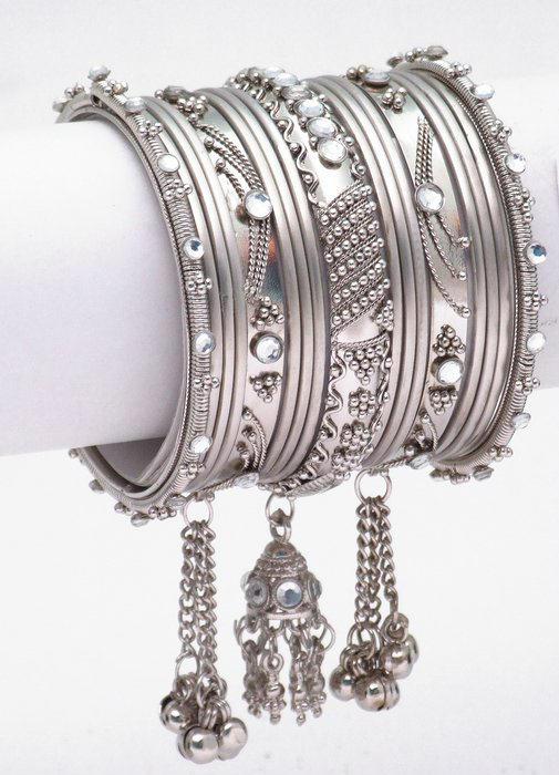 Latest Trend In Bangles Churiyan Fashion For Girls 2011