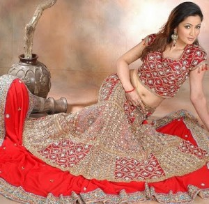 Red Bridal Dresses in Pakistan8 300x293