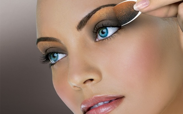 Shimmery golden eye make up for girls - Style.pk