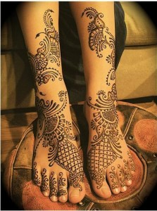 stylish mehndi design for foot