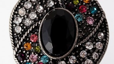 Fancy-Rings-Are-Common-In-Fashion-2011-14 style.pk