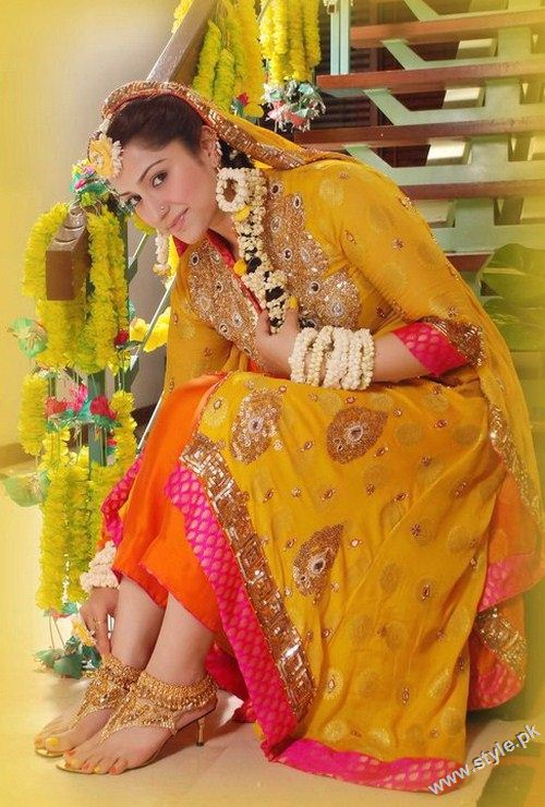 Latest Bridal Fashion of Wearing Paranda style.pk 007 bridal dresses accessories