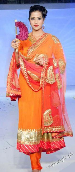 Bridal Mehndi Dresses For Bridals 2011 Collection (9)