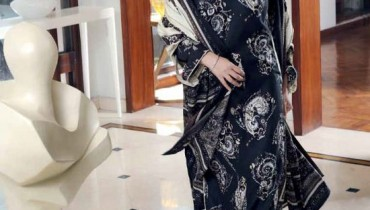 Amna Haq Photo Shoot For Gul Ahmed Winter Collection 2011-12 (10)