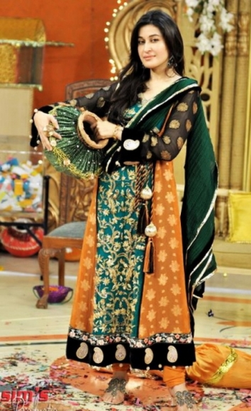 Mehndi Wear Dresses For Girls By Deziners Collection