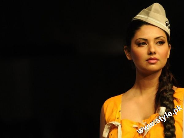 Last Day of Karachi Fashion Week 2011 style.pk 001