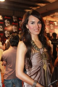 Shehla Chatoor's Latest Collection in Lux Style Awards (1)
