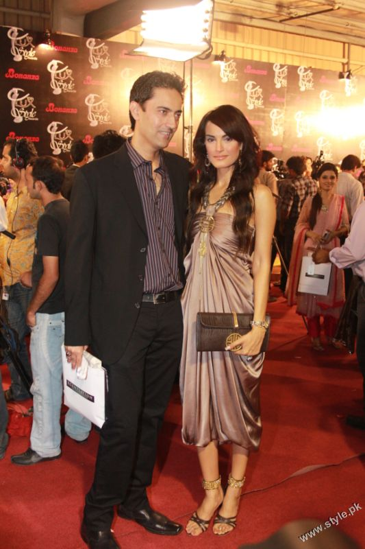 Shehla Chatoor's Latest Collection in Lux Style Awards (5)
