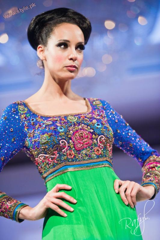 Latest Guls Style Collection Of Bridal Wears At International Asian Fashion Awards 2011 001 pakistani dresses fashion shows