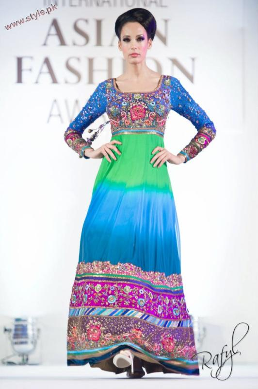 Latest Guls Style Collection Of Bridal Wears At International Asian Fashion Awards 2011 002 pakistani dresses fashion shows