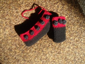 Beautiful Knitted Mobile Pouches for Girls by Glovvies 03 300x225 stylish accessories local accessories for girls