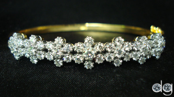 """Rush NOW to avail """"HALF PRICED SALE"""" At The Diamond Gallery"""