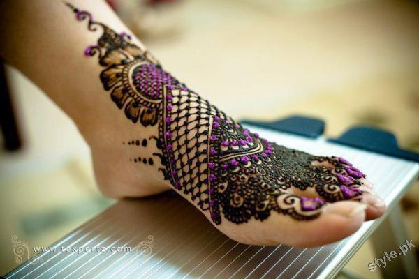 Latest Fashion Mehndi Designs For Women 2012 1