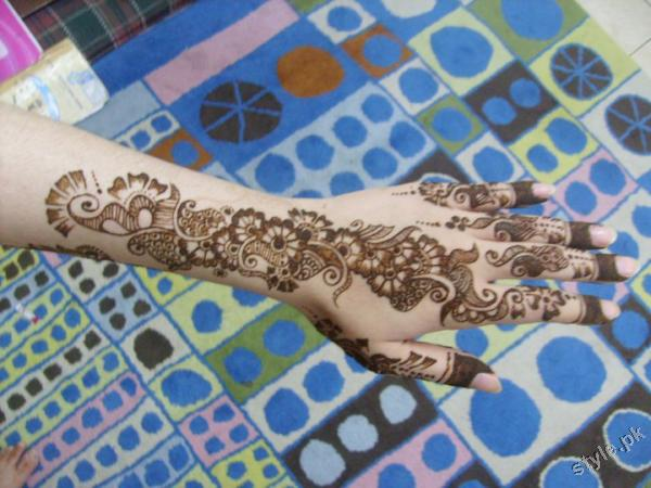Latest Fashion Mehndi Designs For Women 2012 4