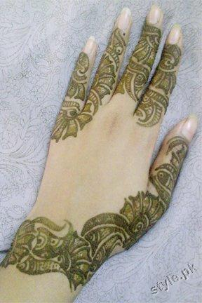 Latest Fashion Mehndi Designs For Women 2012 5