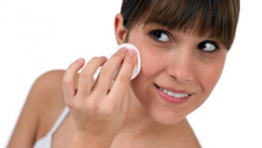 Simple-Ways-To-Get-Rid-Of-Whiteheads-001