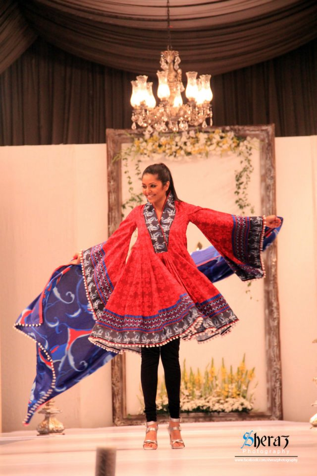 Paulsha Lawn 2012 by Naureen Faiza Fashion Show 3