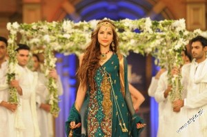 Pantene Bridal Couture Week 2012 day 1 5 300x199 fashion shows