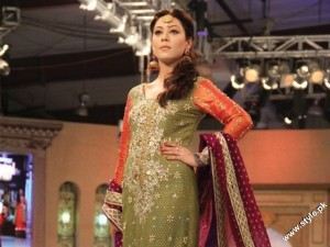 Pantene Bridal Couture Week 2012 day 1 6 300x225 fashion shows