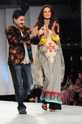 Lawn Collection by Sadia on Day 3 of PFDC Sunsilk Fashion Week 2012_01