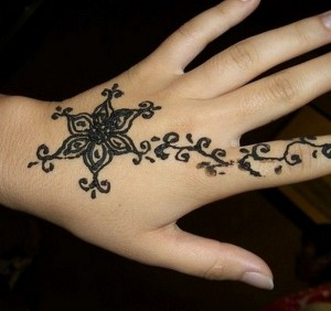 Eid Mehndi Designs 2012 For Kids 0010 300x282 mehandi