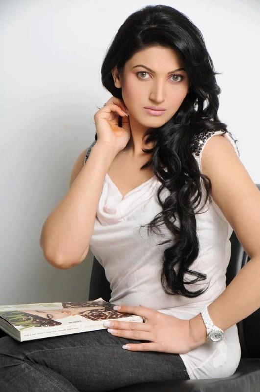 Sana Nawaz Biography And Portfolio
