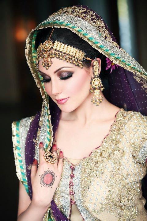 Aisha Linnea Akhtar Model 012 480x720