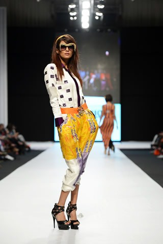 Ayesha Ibrahim Latest Fashion Dresses For Girls At Fashion Pakistan Week 2013 0013 fashion shows