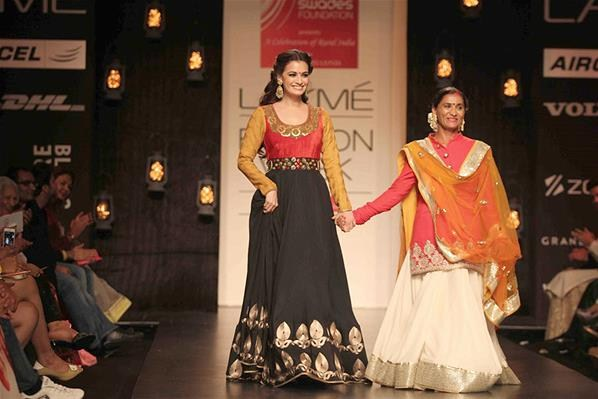 Vikram Phadnis's Spring Collection 2013 At Lakme Fashion Week 0010
