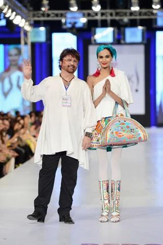 Rizwan Beyg Collection At PFDC Sunsilk Fashion Week 2013 0020