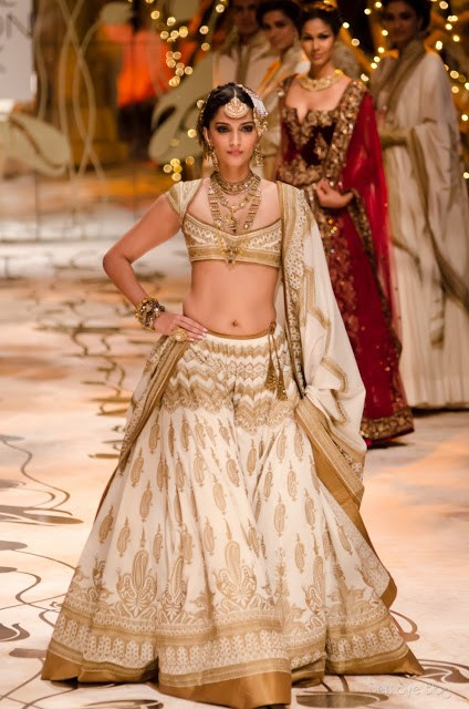 Rohit Bal Bridal Collection At Indian Bridal Fashion Week 2013 0042 international fashion brands