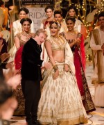 Rohit Bal Bridal Collection At Indian Bridal Fashion Week 2013 43 150x180 international fashion brands