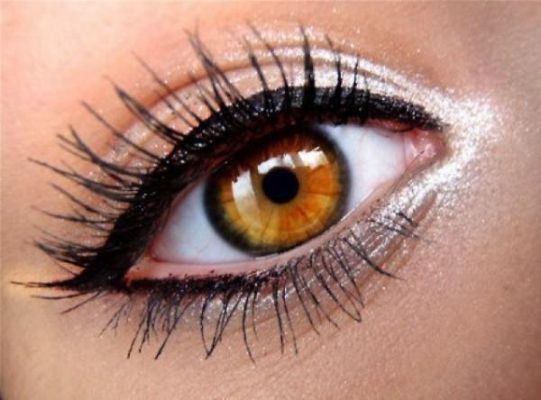 How To Apply Liquid Eye Liner 638 x 473