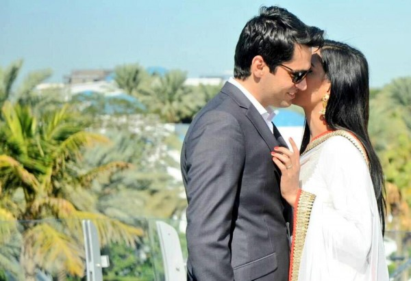 Veena malik Wedding Pic 01 600x411 celebrity gossips